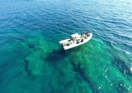 The boat is at sea because of a Trial Scuba Diving in Hyères with European diving school.