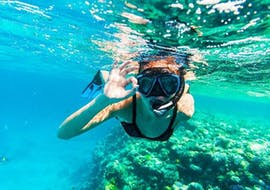A woman snorkeling in Mali Lošinj, on a snorkelling boat tour with Sub Sea Son on Lošinj in Croatia.