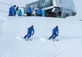 Instructors from ESI Arc Aventures demonstrate advanced skiing techniques during an off-piste skiing lesson in Arc 1800.