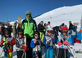 A Kid is following Kids Ski Lessons (4-12 y.) - Holidays - Morning with EasySki Alpe d'Huez.
