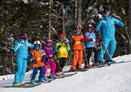 During a ski lesson kids are waiting in a line to start an exercise with 360 Avoriaz.