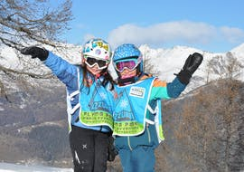 Kids Ski Lessons (3-5 years) - Beginner of the Scuola Italiana Sci Azzurra Folgarida are taking place and two children are posing for a photo.