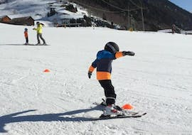 """During the Kids Ski Lessons """"Las Lieurs"""" (4-17 years) with Skischule Monntains, a little boy is practicing his turns on a blue slope."""