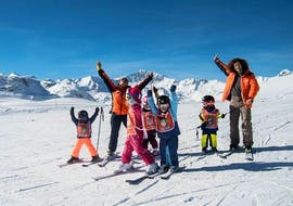 Kids are enjoing their Kids Ski Lessons (6-18 years) - Morning - All Levels with the ski school Evolution 2 Val d'Isère.