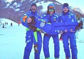 Some ski instructors are smiling at the camera having fun before give Private Ski Lessons for Adults - Beginner organized by the ski school Scuola di Sci Tre Nevi Ovindoli in the ski resort of Ovindoli on the Monte Magnola.