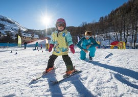 A young skier is learning how to ski in the safety of a snowgarden during their Private Ski Lessons for Kids - Praz sur Arly & Flumet with the ski school ESI Snow Diam's.