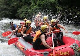 The tour participants paddle through the rapids and enjoy the beautiful nature during their rotorua rafting pure new zealans - rangitaiki river with River Rats Rotorua Raft & Kayak.