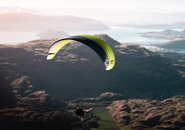 A stunning view of Lake Wanaka during a tandem paragliding flight organized by Wanaka Paragliding from Treble Cone.