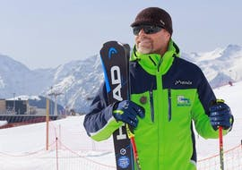 A man is following Private Ski Lessons for Adults of All Levels - February with our partner EasySki Alpe d'Huez.