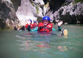Friends are floating in the turquoise water of the Verdon during their River Trekking in Couloir Samson - Verdon Grand Canyon with Azur Canoë Kayak Rafting.