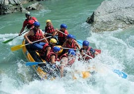 Friends are crossing some heavy rapids during their Sporty Rafting on the Verdon River with Azur Canoë Kayak Rafting.