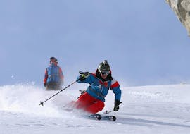 Two skiers riding down the slope during their private lessons for adults of all levels with Heli's skischule Saalbach-Hinterglemm.