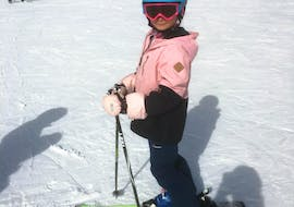 A kid is very proud of his progress during his Private Ski Lessons for Kids in ACT Sports ski school in Arosa.