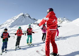 During the Kids Ski Lessons (5-17 y.) for Advanced Skiers, the children enjoy the wonderful view of the mountains together with a ski instructor from the Ski School St.Gallenkirch.
