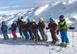 Kids are standing next to each other, ready to ski down their first slope during their Kids Ski Lessons (4-17 y.) for All Levels - Holidays with the ski school Evolution 2 Val Thorens.