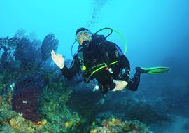 Man doing a Discover Scuba Diving in Nice with Chango Diving in Nice.