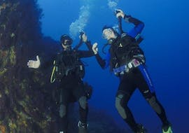 A diver and his instructor swim below the surface during the PADI Open Water Diver course with European Diving School Saint-Tropez