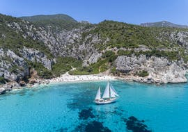 The sailing ship floating on the blue water during the vintage sailing ship trip in Gulf of Orosei with Dovesesto Cala Gonone.