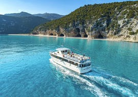 Our mini cruise during the boat trip in the Gulf of Orosei with aperitiv in high season with Dovesesto Cala Gonone.