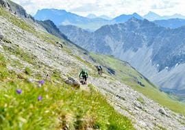 Bikers are riding through the mountains during the Private Mountain Bike Guiding in Lenzerheide with Epic Lenzerheide.