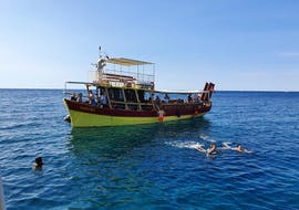 A group of people is enjoying a swim in the sea during the Private Boat Trip to Cape Kamenjak from Medulin with Medulin Excursions.