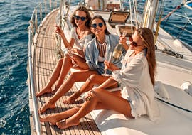A private sailing boat trip goes from Monopoli to the Polignano a mare caves with Pugliamare.