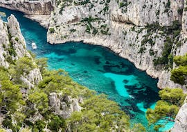 Family doing a Boat Trip in the heart of the Calanques with Croisière Marseille Calanques.