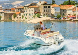 People doing a motorboat rental for 6 people in Trogir with Mayer Charter.
