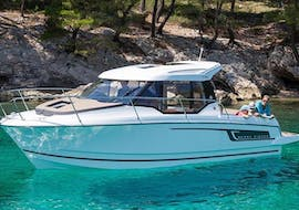 People doing a motorboat rental for 9 persons in Trogir with Mayer Charter.