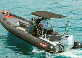 A person doing a motorboat rental for 13 people in Trogir with Mayer Charter.