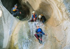 Canyoning dans le canyon de Chli Schliere - Extrême avec Outdoor Interlaken