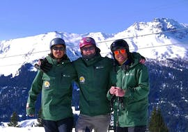 Three ski instructor of the Ben&Joe's Private Ski & SB School Davos at private ski sessons for adults of all levels in Davos.
