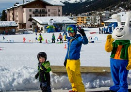 """A kid is laughing during the Kids Ski Lessons """"Bünda"""" (4-7 y.) for First Timers with the swiss ski school of Davos."""