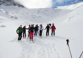 People doing adult ski lessons for advanced skiers with skischool Hopl in schladming.