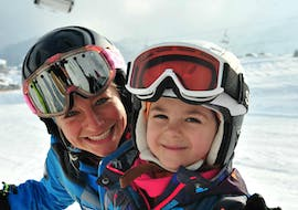 An instructor and child during private ski lessons for kids of all ages in Lech with ski school Warth.