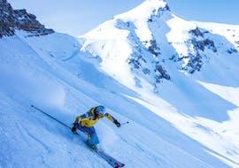 Un moniteur de Villars Ski School montre des techniques de ski avancées lors d'un cours particulier pour adultes.