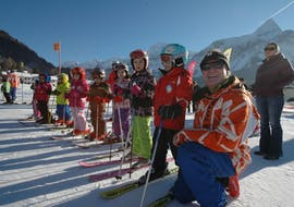 Some kids are waiting for their kids ski lessons with ski school Total Ehrwald at Zugspitze to be started.