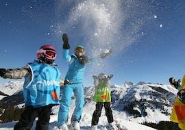 Des enfants prennent un Cours de ski Enfants (6-13 ans) pour Débutants - Vacances avec ESI St Christophe Les Deux Alpes.