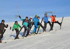 Des personnes prennent un Cours de ski Ados & Adultes pour Expérimentés - Vacances avec St Christophe Les Deux Alpes.