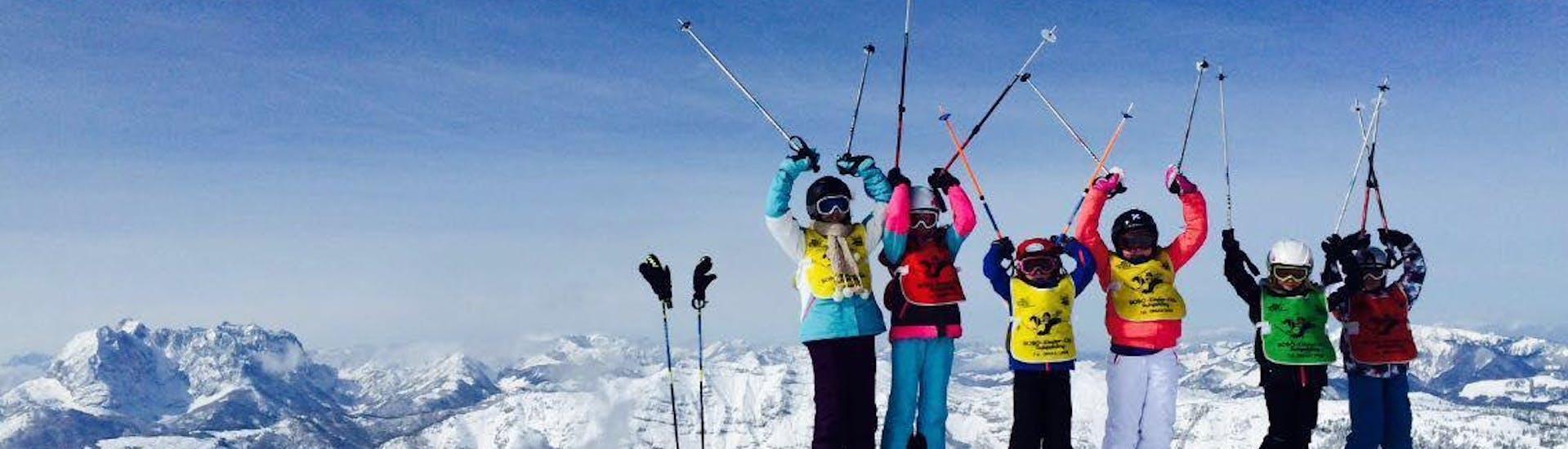 Kinder haben Spaß beim Kinder-Skikurs für Fortgeschrittene mit der Skischule Ruhpolding im Skigebiet Westernberg.