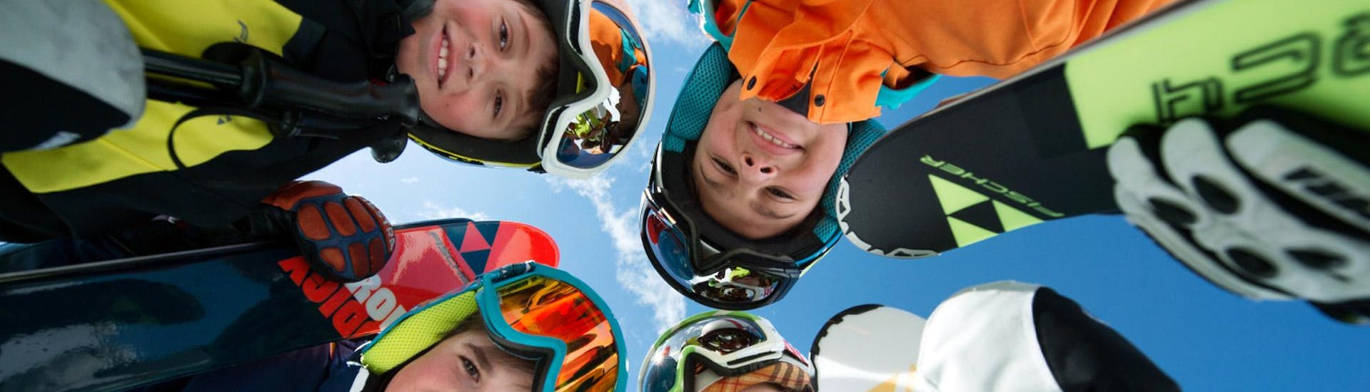 Children are participating at kids ski lessons for beginners with ski school Ruhpolding at the Westernberg ski area.