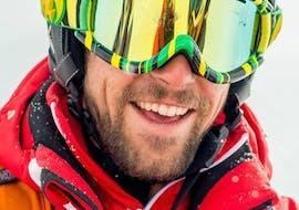 Un skieur heureux bénéficie d'un programme sur-mesure durant son Cours particulier de ski pour Adultes - Tous niveaux avec un moniteur de ski de l'école de ski ESF Val d'Isère.