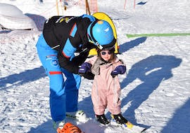 A kid and an adult doing Private Ski Lessons for Kids of All Levels with ABC Snowsport School in Arosa.