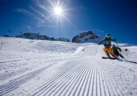 A skier riding down the slopes during his private ski lessons for adults of all levels with skischool Warth-Schröcken.