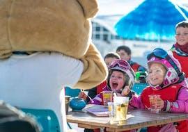 Des enfants font des Cours de ski Enfants (3-13 ans) - Basse saison avec Starski Grand Bornand.