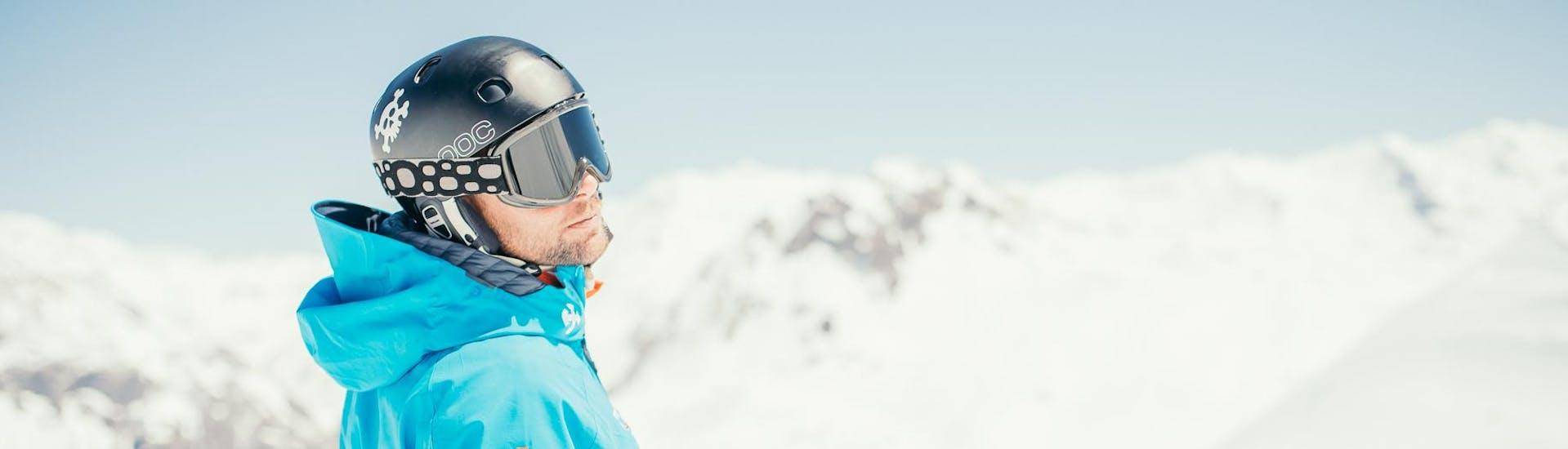 Des adultes prennent un Cours particulier de ski pour Adultes - Basse saison avec notre école de ski Starski Grand Bornand.