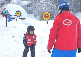 A ski instructor is teaching the basics of skiing to a young child during the Kids Ski Lessons (4-8 years) - All Levels with Schneesportschule Thoma.