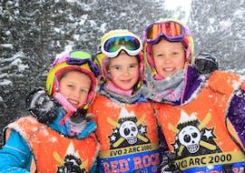 Des enfants assistent à leur Cours de ski Enfants (5-12 ans) - Haute saison - Arc 2000 avec Evolution 2 - Arc 2000.
