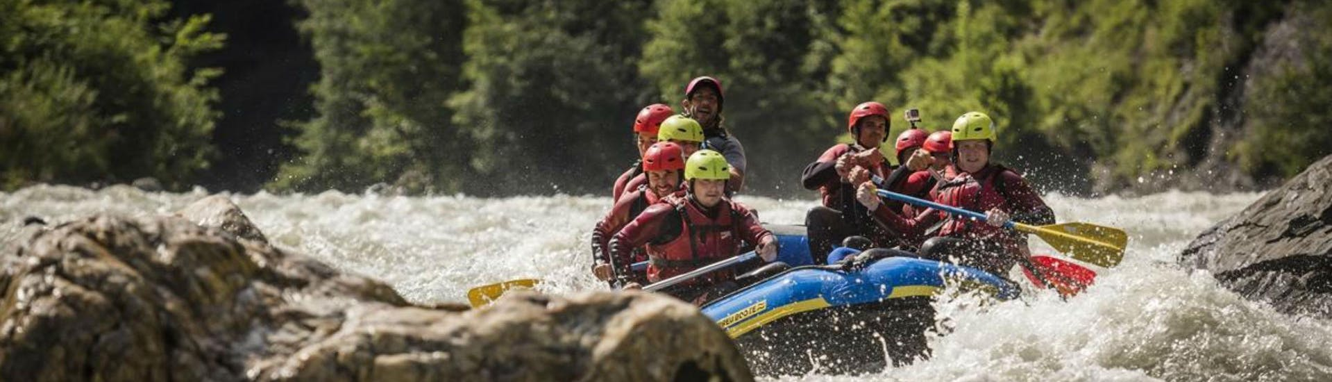 A group of friend who are celebrating a bachelor party with a rafting tour on the Salzach river with Torrent Outdoor Experience.