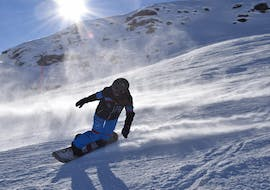 People doing Snowboarding Lessons for Kids (7-16) for All Levels with ABC Snowsport School in Arosa.